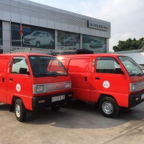 suzuki blind van màu đỏ